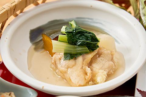 梅酢で漬けた鶏のから揚げと産直蒸し野菜のあんかけ